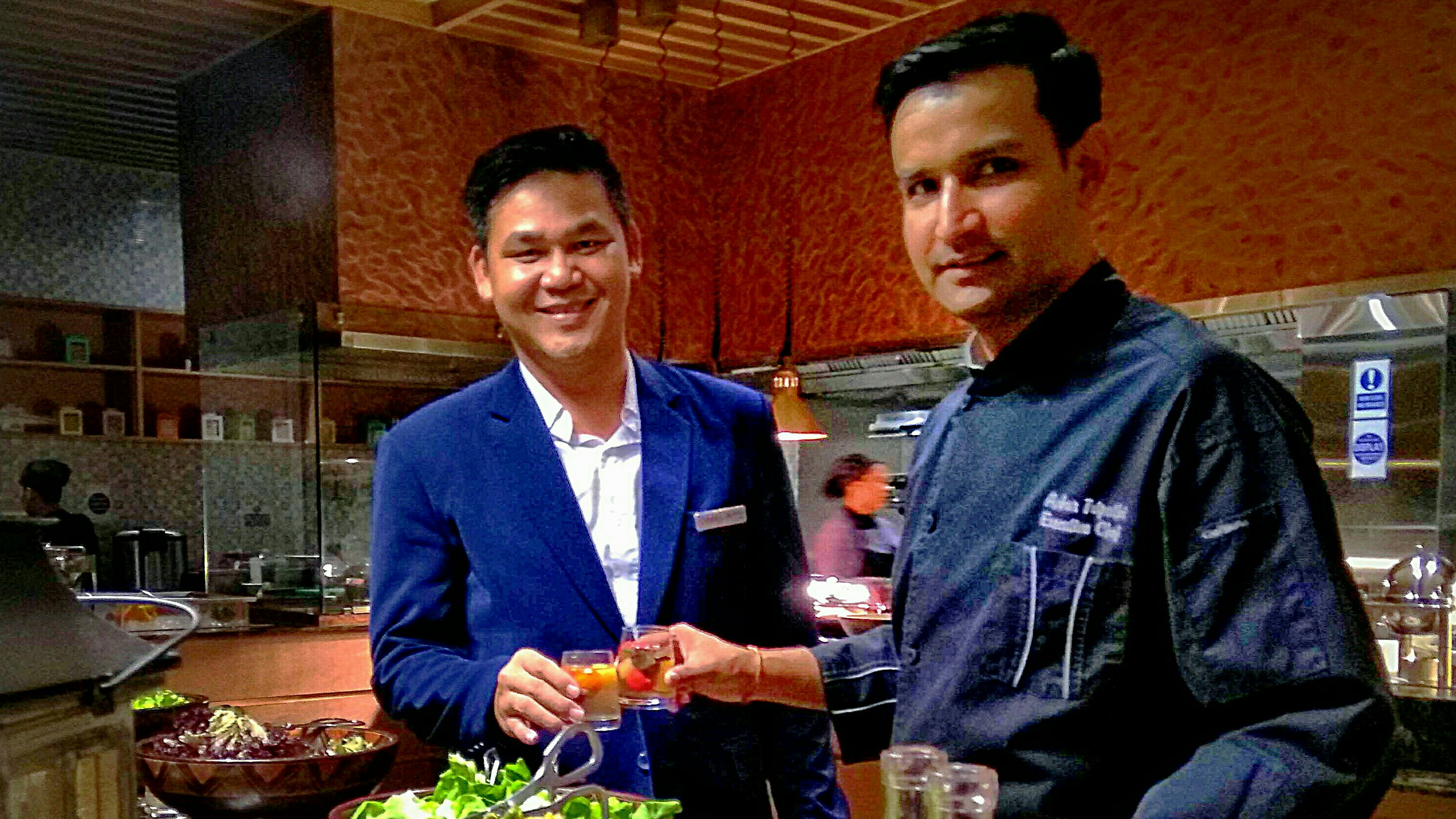 Sastra Wijaya, Senior Sales Manager dan Ankur Tripathi, Executive Chef Radisson Golf & Convention Center. (netrakepri.com)